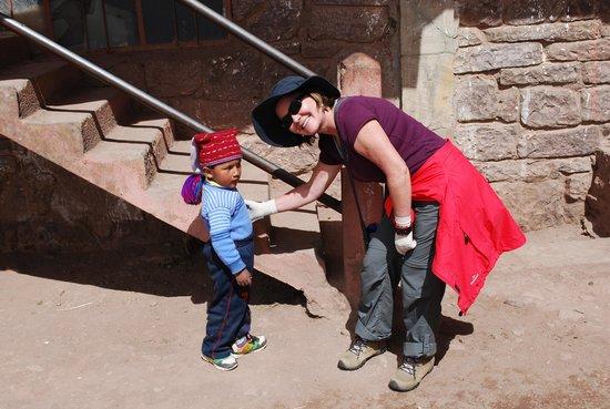 Taquile Island : Criança brincando