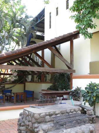 Hotel Nahua: BBQ next to seating area with hammock
