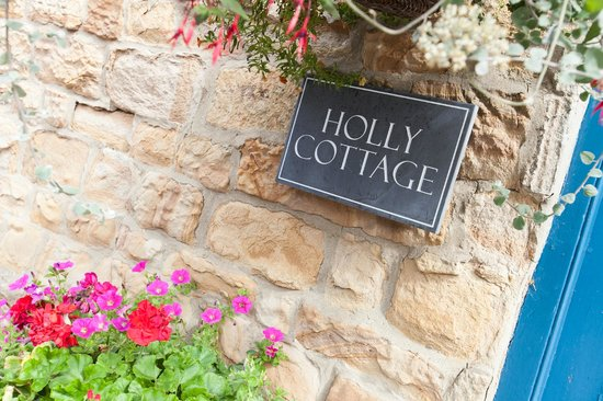 Holly Cottage B&B: outside