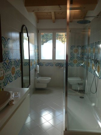 Hotel David: Modern, exceptional bathroom