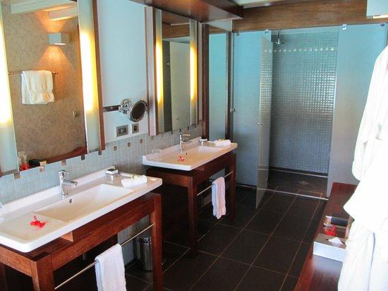 InterContinental Bora Bora Resort & Thalasso Spa: Shower