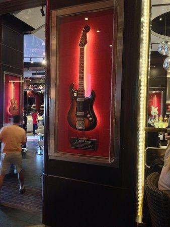 Hard Rock Cafe : Chitarra