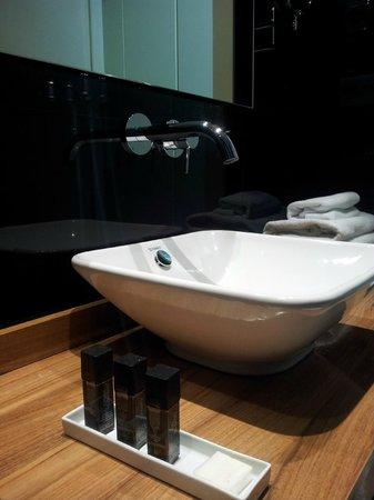 INNSIDE Madrid Genova : baño