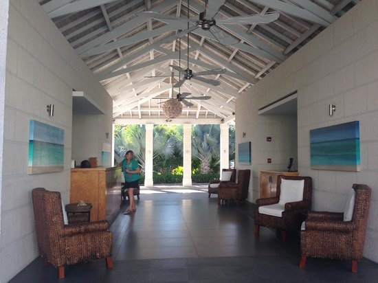 West Bay Club : Open Air Lobby/Front Desk