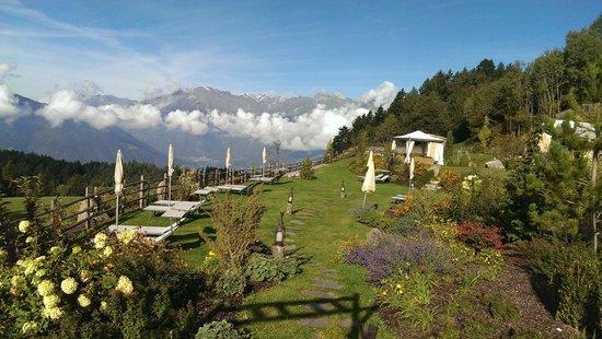 Hotel Chalet Mirabell: Garten mit Aussicht
