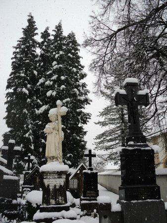 Oberammergau Church: el cementerio nevado