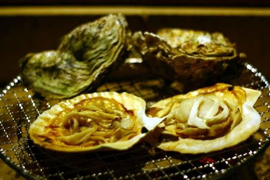 Guttsuri-an : scallops and oysters on the BBQ