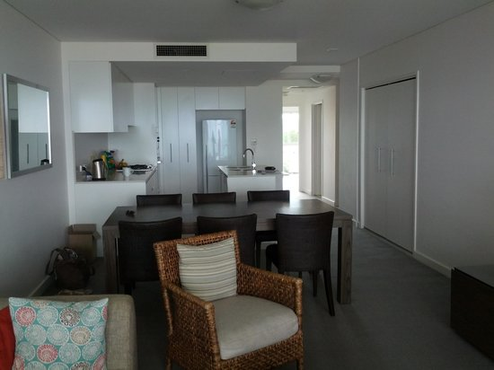 Kirra Surf Apartments : Apartment
