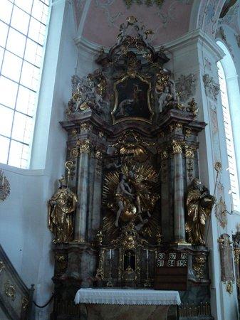 Oberammergau Church: uno de los altares laterales