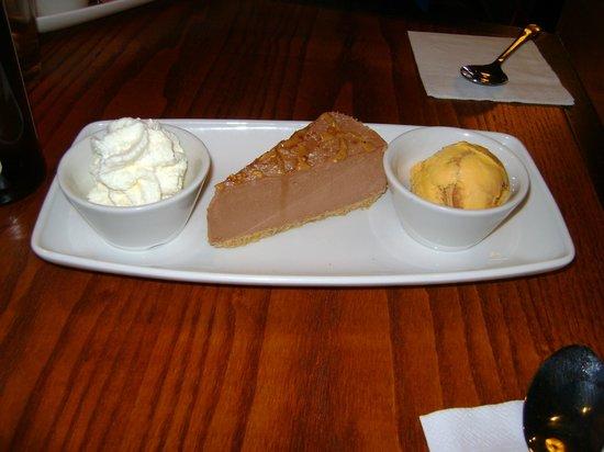 Coast to Coast: Peanut butter cheesecake with honeycomb icecream & cream