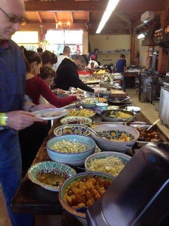 Piedimonte Etneo, Italia: buffet fornito e ben presentato