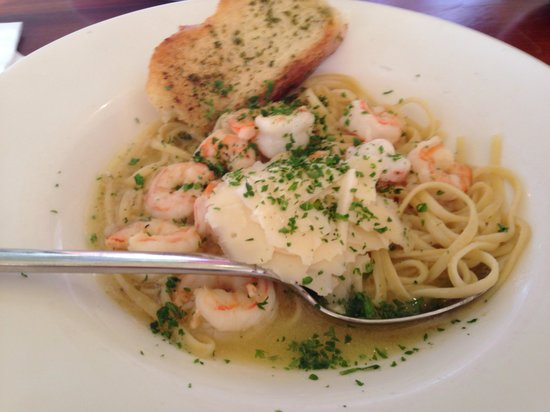 Island Way Grill: Shrimp scampi linguine