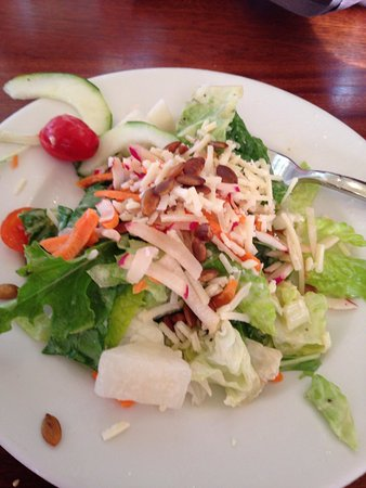 Island Way Grill: Incredibly delicious salad