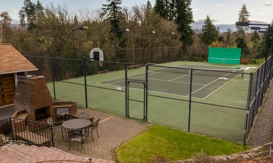 Brookside Bed & Breakfast: Private Tennis Ct . for your use