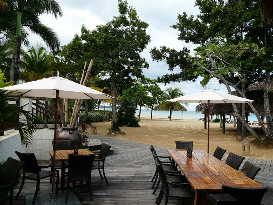 Beaches Negril Resort & Spa: beach side dinning
