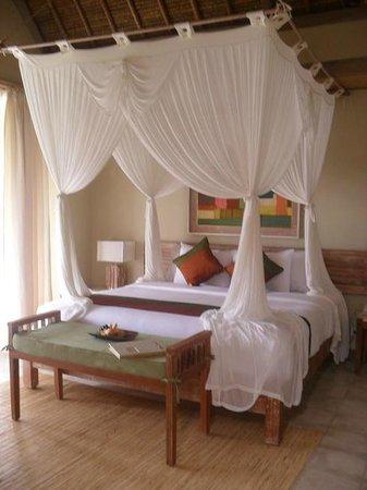 Puri Gangga Resort: The Bed