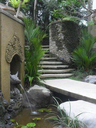 Puri Gangga Resort: The garden