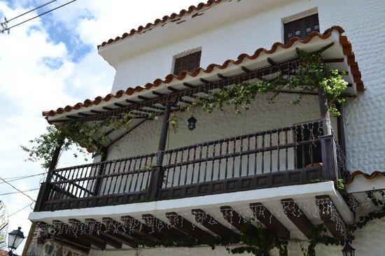 Hotel Mariscal Robledo: Colonial style balcony