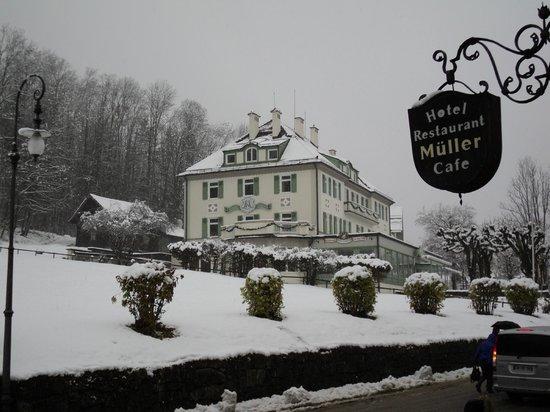 Hotel Muller Restaurant Acht-Eck : el cartel de la fachada