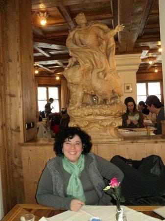 Hotel Muller Restaurant Acht-Eck : la estatua de Ludwig II