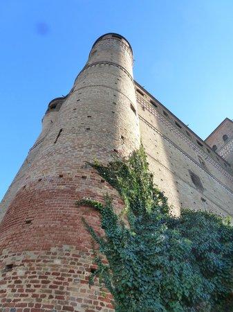 Serralunga d'Alba Castle: il castello