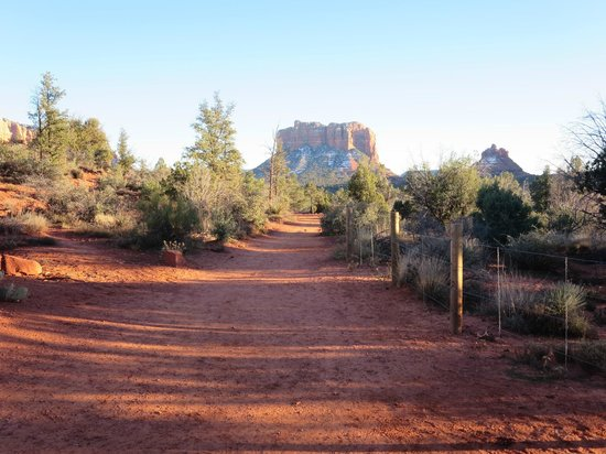 Little Horse Trail : Bell Rock in the background as I approach the trailhead with lengthening shadows looming