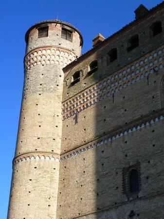 Serralunga d'Alba Castle: particolare
