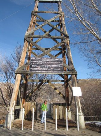 Rosedale Suspension Bridge: entance