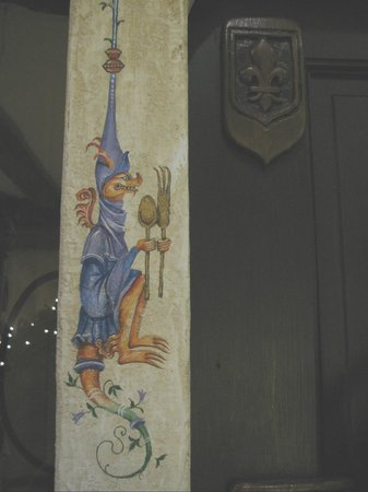 Cornell Hotel de France: Painting on doorway to the dining room