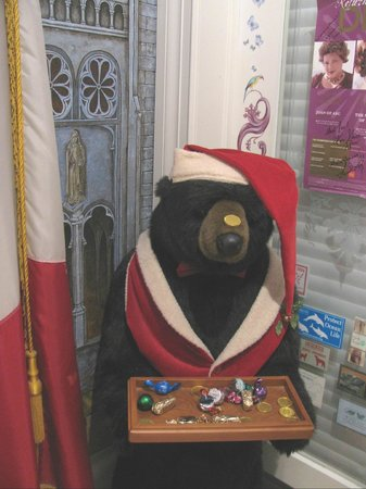 Cornell Hotel de France: Xmas Bear in front hall