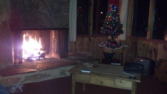 Lake Creek Lodge : Christmas Eve at cabin #8