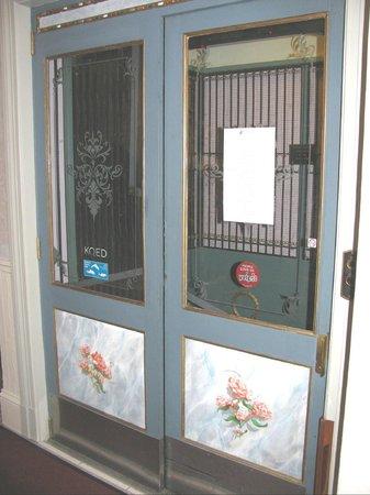 Cornell Hotel de France: Elevator