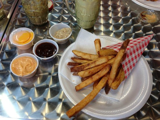 Poynor's Pommes Frites: Frittes with several Sauces :)