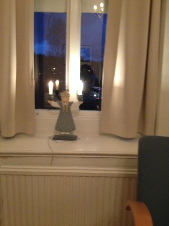 Korstappans Herrgard: Spooky nightlight on windowsill !