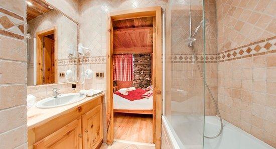 Chalet les Champs du Pont Tignes Apt la Ferme salle de bain