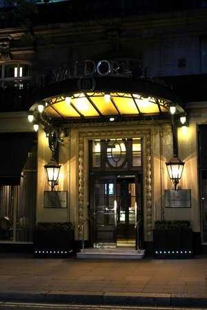 Homage at The Waldorf Hilton: Lovely Hotel