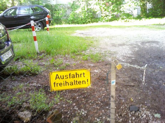 Burghotel Stammhaus: Частная парковка