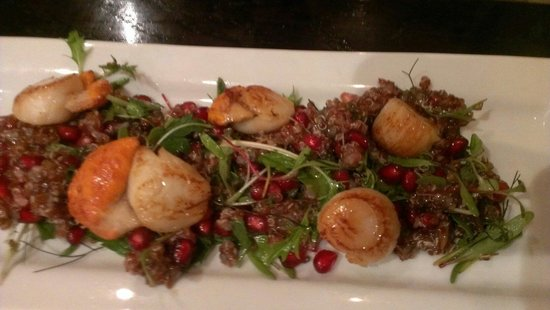 Fishbone Bar & Grill: Scallops with pomegranate
