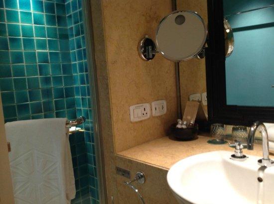 Jai Mahal Palace: bathroom