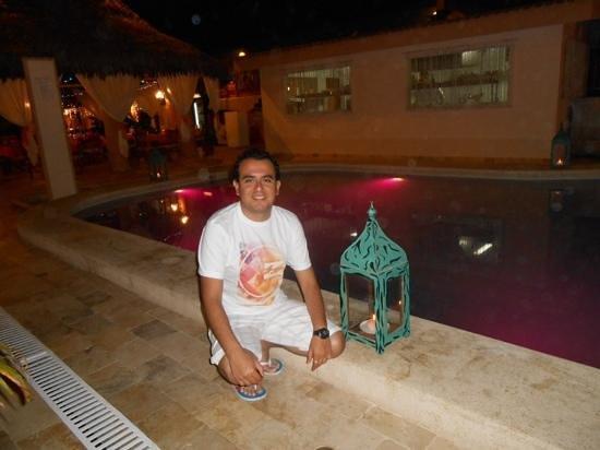 Mango de Costa Azul: Al lado de la piscina