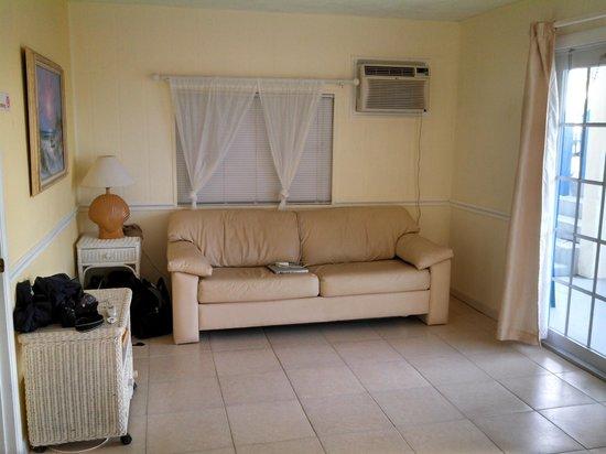 Seashell Beach Resort: View of Living Area