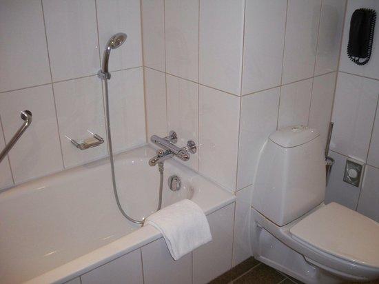 Clarion Hotel Copenhagen Airport: bathroom2