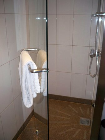 Clarion Hotel Copenhagen Airport: bathroom3