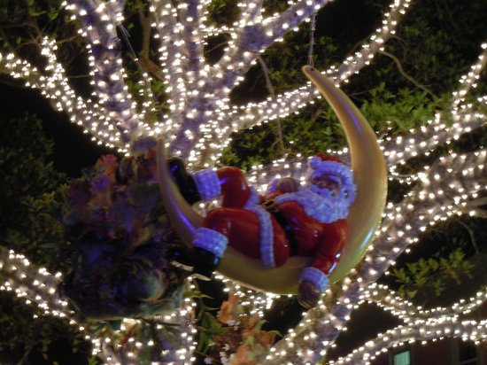 Doubletree Suites by Hilton Naples: Santa in old Naples