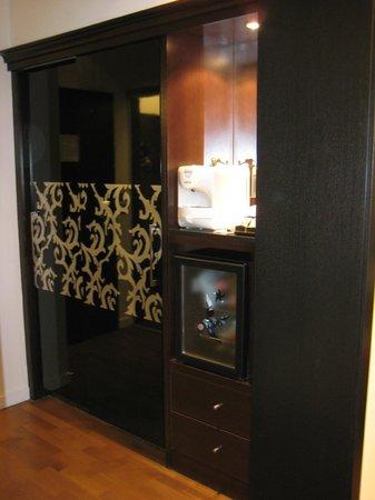Iberostar Grand Hotel Budapest: camera executive armadio + macchina espresso