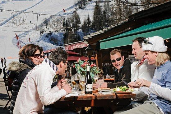 """Restaurant l'Armailly Tignes les Brevieres """"côté terasse"""""""