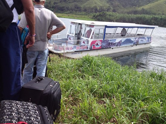 Lake Arenal: in line for the boat