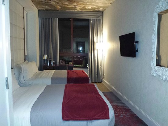 Hotel Indigo : Room with 2 beds was spacious for 1 person.
