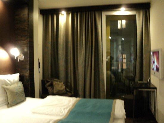 Motel One Berlin-Ku'damm: habitación funcional y con espacio bien aprovechado