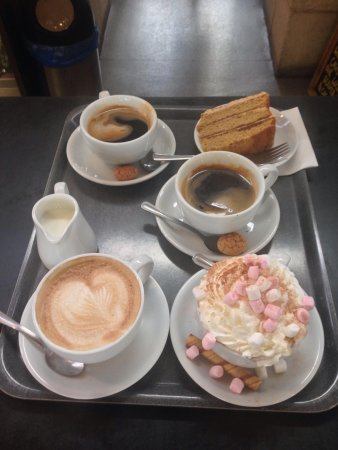 Oriel Y Parc Cafe: Coffees, Luxury Hot Chocolate and coffee & walnut cake to die for
